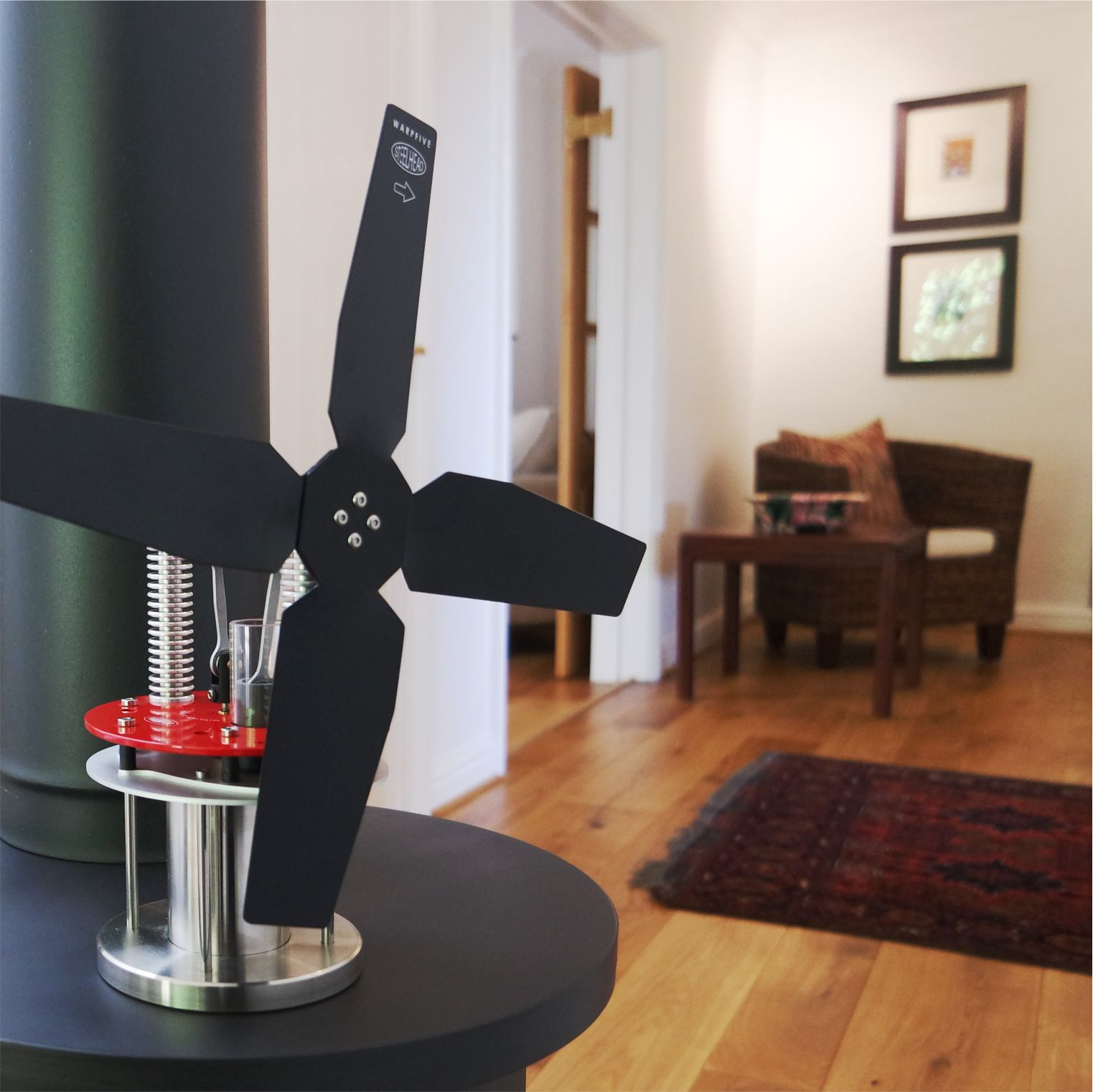 Classic Stirling engine stove fan for use across a broad range of temperatures